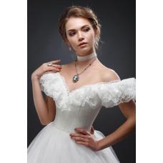 Кто должен покупать свадебное платье: традиции и современность