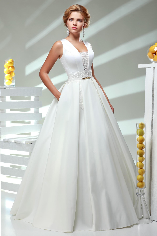 da9ca2c299cf39c В эпоху Руси девушки на выданье готовили приданое, в том числе и свадебное  платье, самостоятельно. Наряд для замужества шился из самой дорогой и  красивой ...